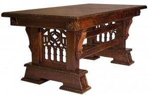 gotikus-asztal