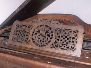 becsi-zongora