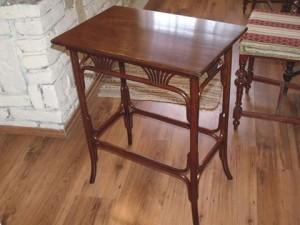thonet-asztalka
